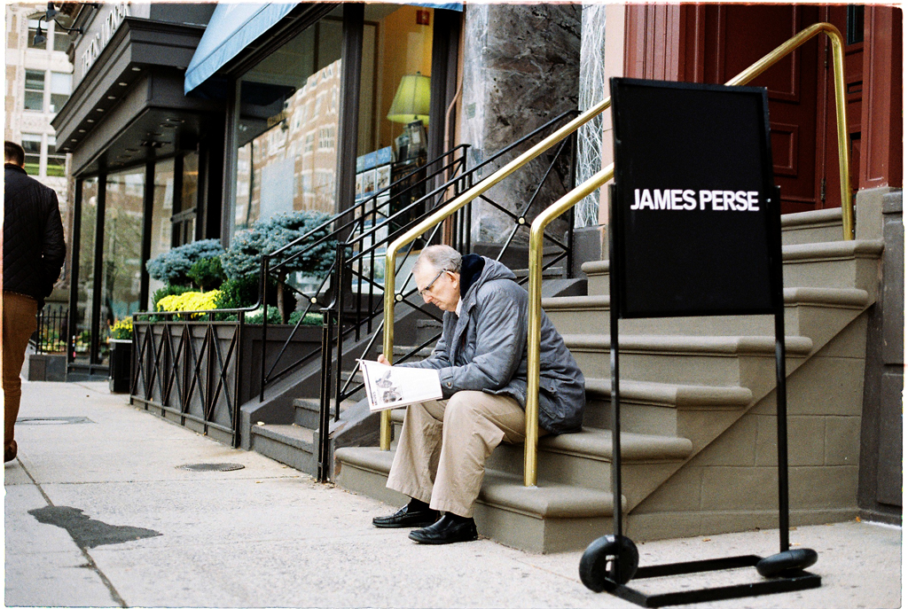 new-york-old-man-reading-newspaper